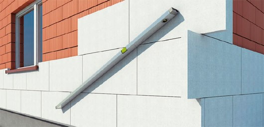 10-proverka-plit-urovnem-ureplenie-fasada-min