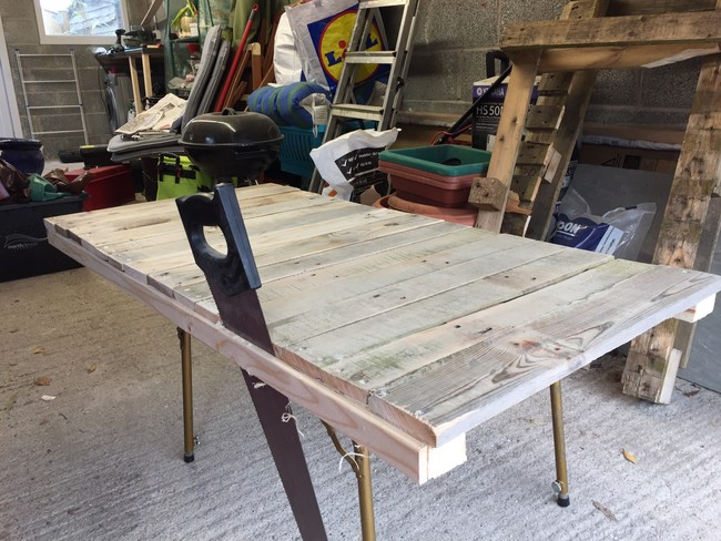 Computer-table-from-pallet-05