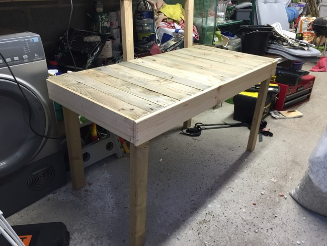 Computer-table-from-pallet-09