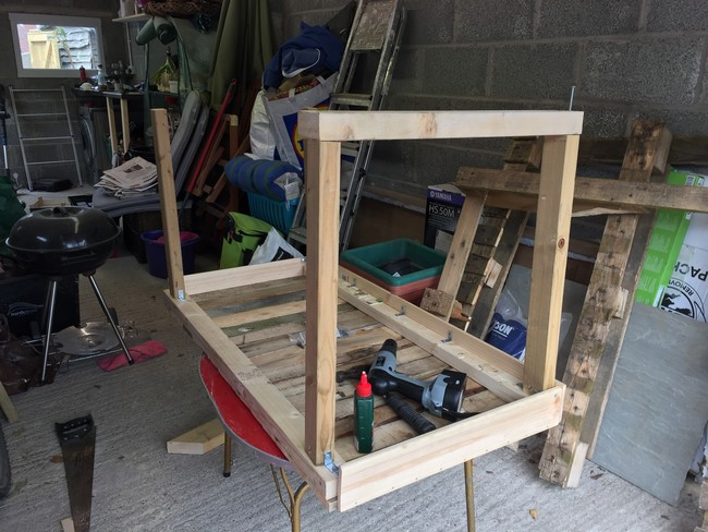 Computer-table-from-pallet-10