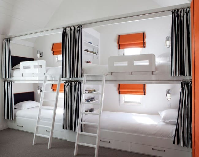 Дизайн детской комнаты - кровати для четверых детей