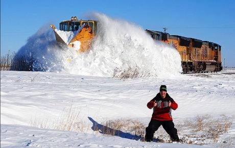 чистка снега на жд путях