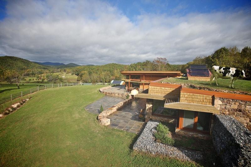 passivnyy dom s zelenoy kryshey