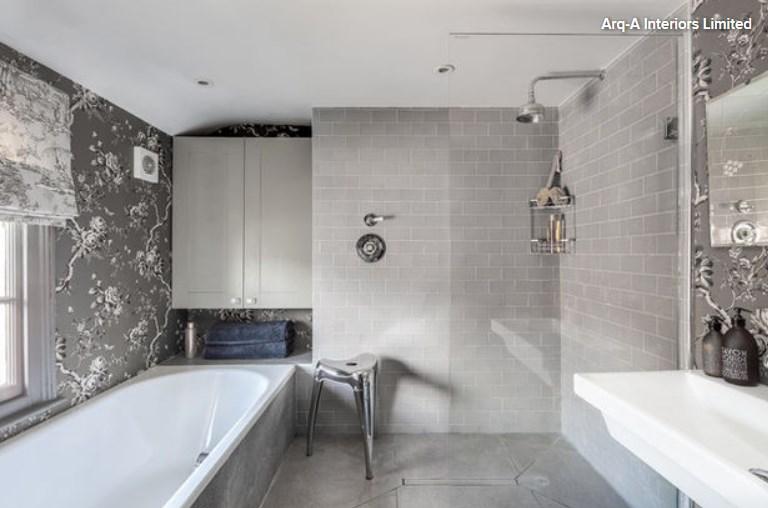 10 способов удобного размещения полочек в ванной комнате