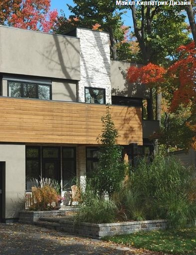 Красивый дом на фоне осенних деревьев (Красивий будинок на фоні осінніх дерев)