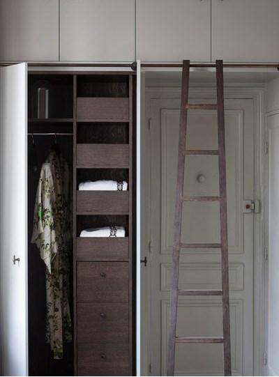 шкаф для хранения вещей в спальне