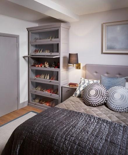 хранение вещей в спальне - стеклянный шкаф для обуви