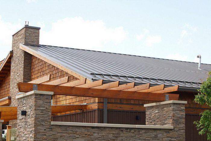 Снігозатримувачі на дах: потрібні чи ні?
