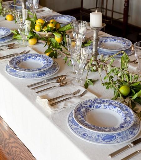 как украсить праздничный стол - сочетание цвета сервировки